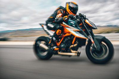 Đây là KTM 1290 Super Duke RR 2021, 180 mã lực, nặng 180kg