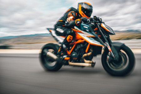 Siêu naked bike KTM 1290 Super Duke RR cháy hàng chỉ sau